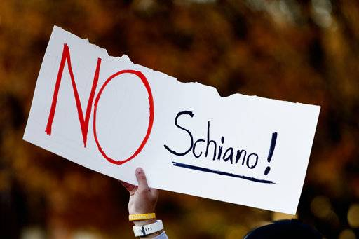 "A Tennessee fan holds a sign reading ""No Schiano!"" during a gathering of Tennessee fans reacting to the possibility of hiring Ohio State defensive coordinator Greg Schiano for its head coaching vacancy Sunday, Nov. 26, 2017, in Knoxville, Tenn. (Calvin Mattheis/Knoxville News Sentinel via AP)"