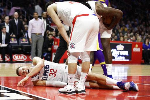 Los Angeles Clippers' Blake Griffin grimaces in pain after a collision during the second half of an NBA basketball game against the Los Angeles Lakers, Monday, Nov. 27, 2017, in Los Angeles. The Clippers 120-115. (AP Photo/Jae C. Hong)