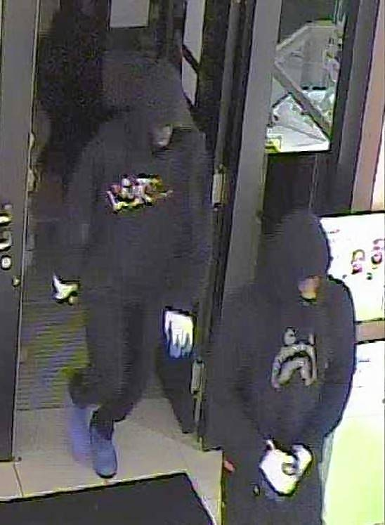 Schaumburg police release images from Jared jewelry store robbery