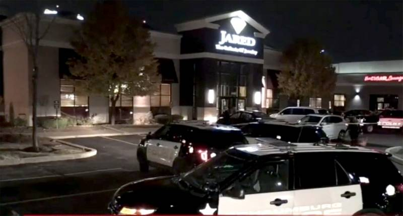 Dawn patrol jared jewelry store subway shop robbed in for Jared jewelry store website