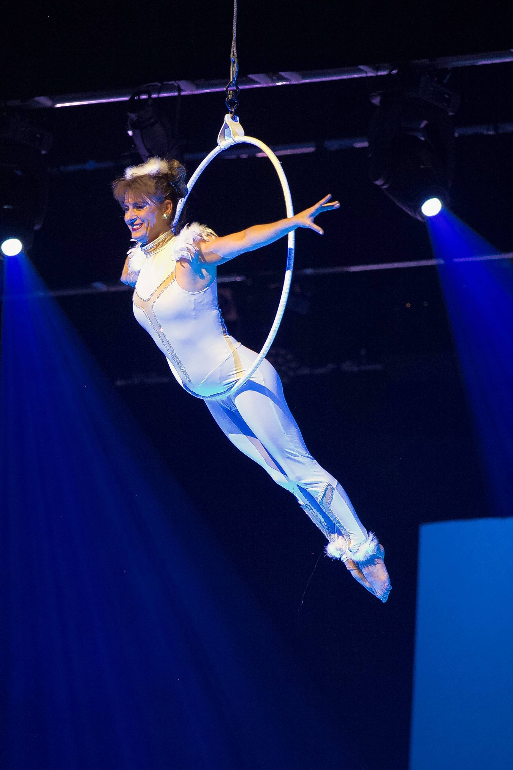 "Circus acts and classical music combine as Cirque Musica Holiday presents ""Believe"" Saturday at the Rosemont Theatre."
