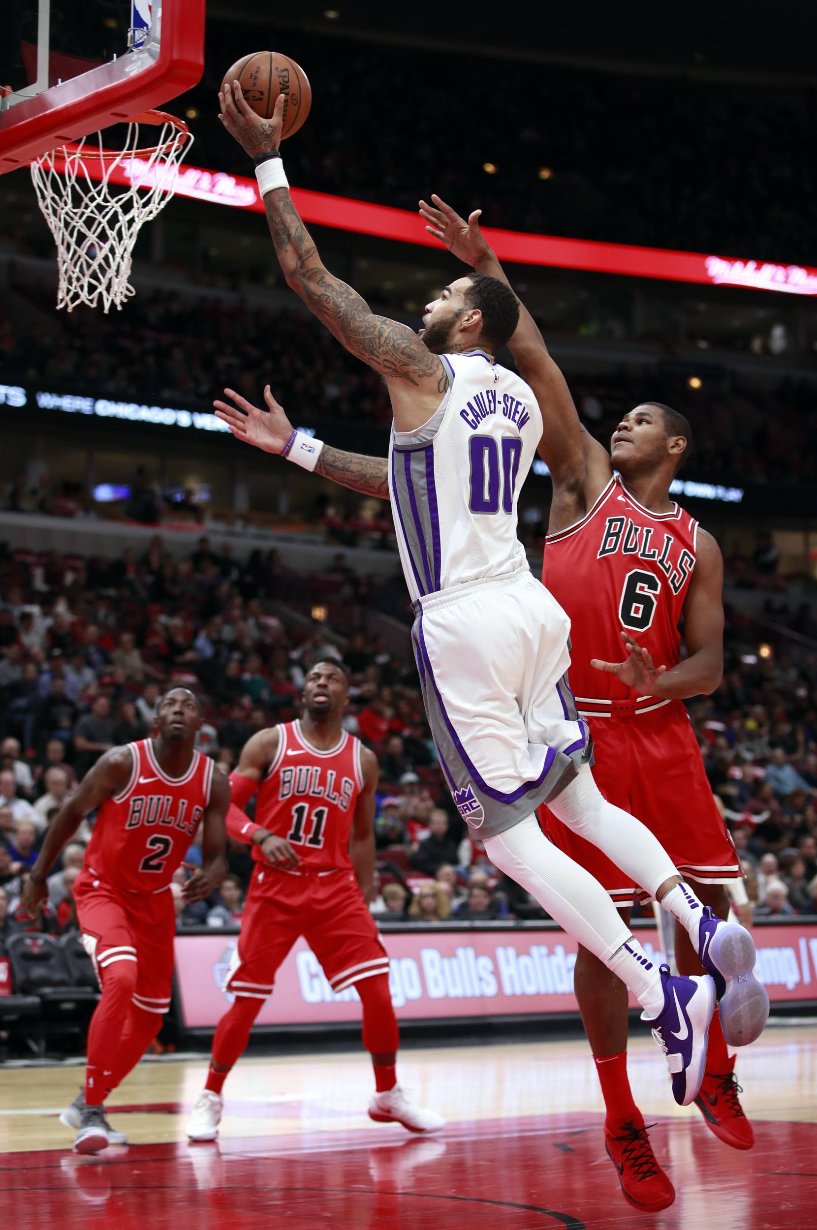 Sacramento Kings center Willie Cauley-Stein (00) goes in for a layup past Chicago Bulls center Cristiano Felicio (6) during the first half in Chicago on Friday.