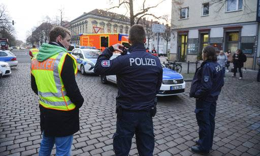Police close the streets around a Christmas market after a suspicious object was found in Potsdam, eastern Germany, Friday, Dec. 1, 2017. ( Julian Staehle/dpa via AP)
