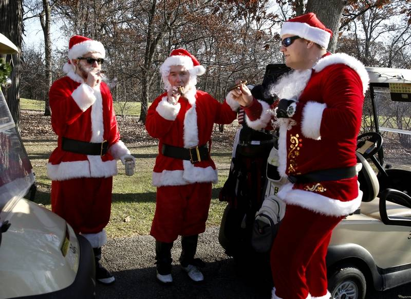 More than 100 golfers don santa suits for march of dimes quinton cook of chicago left along with his father brad cook of ohio spiritdancerdesigns Choice Image