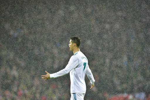 Real Madrid's Cristiano Ronaldo laments after missing a goal during the Spanish La Liga soccer match between Athletic Bilbao and Real Madrid at San Mames stadium, in Bilbao, northern Spain, Saturday, Dec. 2, 2017. (AP Photo/Alvaro Barrientos)