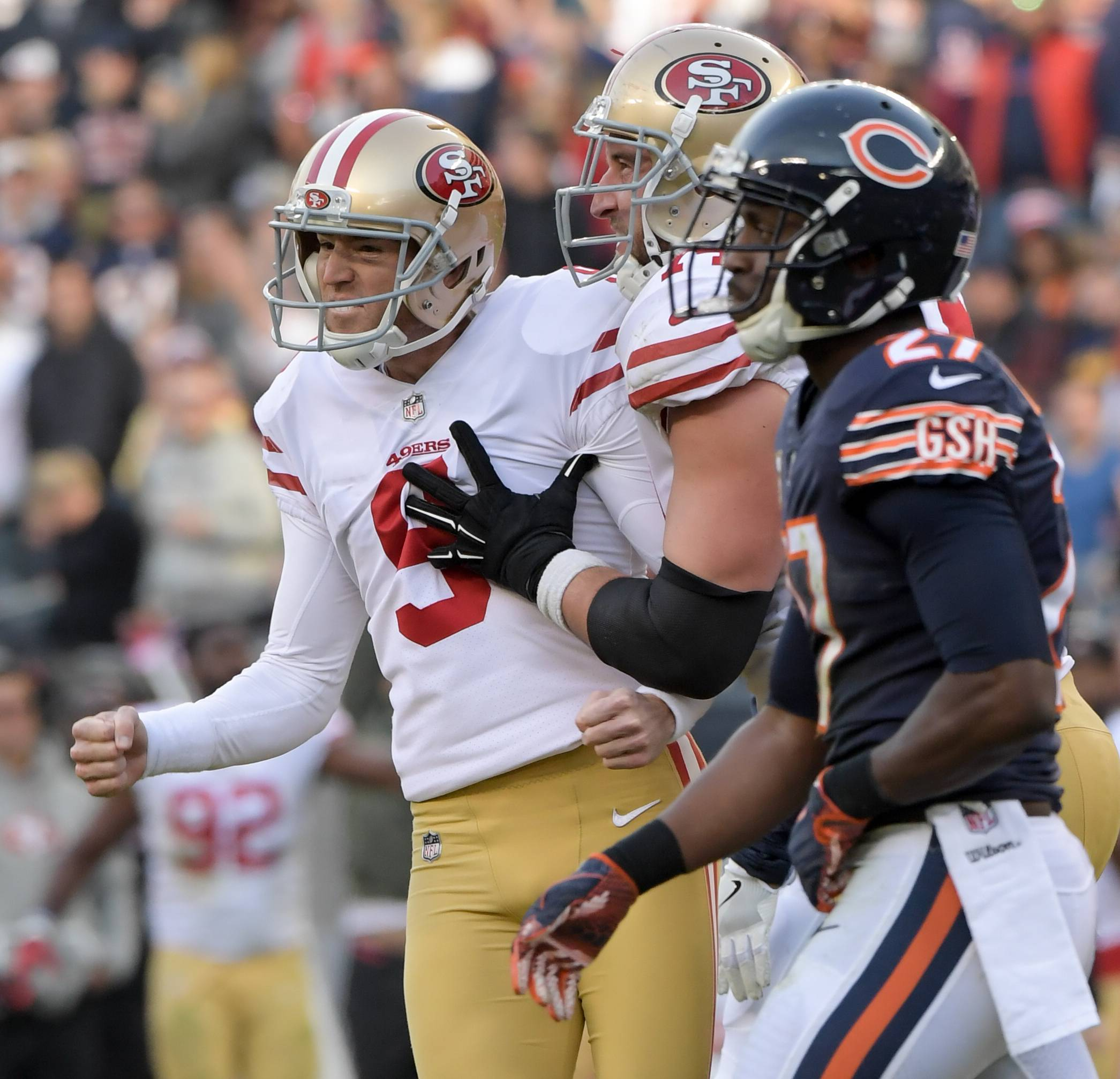 San Francisco 49ers' kicker Robbie Gould (9) celebrates kicking the game winning field goal against the Bears at Soldier Field on December 3, 2017.