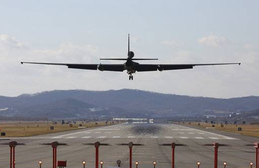 CORRECTS TO REMOVE REFERENCE TO BIGGEST-EVER JOINT EXERCISE - A U.S. Air Force U-2s spy plane prepares to land at the Osan U.S. Air Base in Pyeongtaek, South Korea, Monday, Dec. 4, 2017. Hundreds of aircrafts including two dozen stealth jets began training Monday as the United States and South Korea launched their combined air force exercise. (AP Photo/Ahn Young-joon)