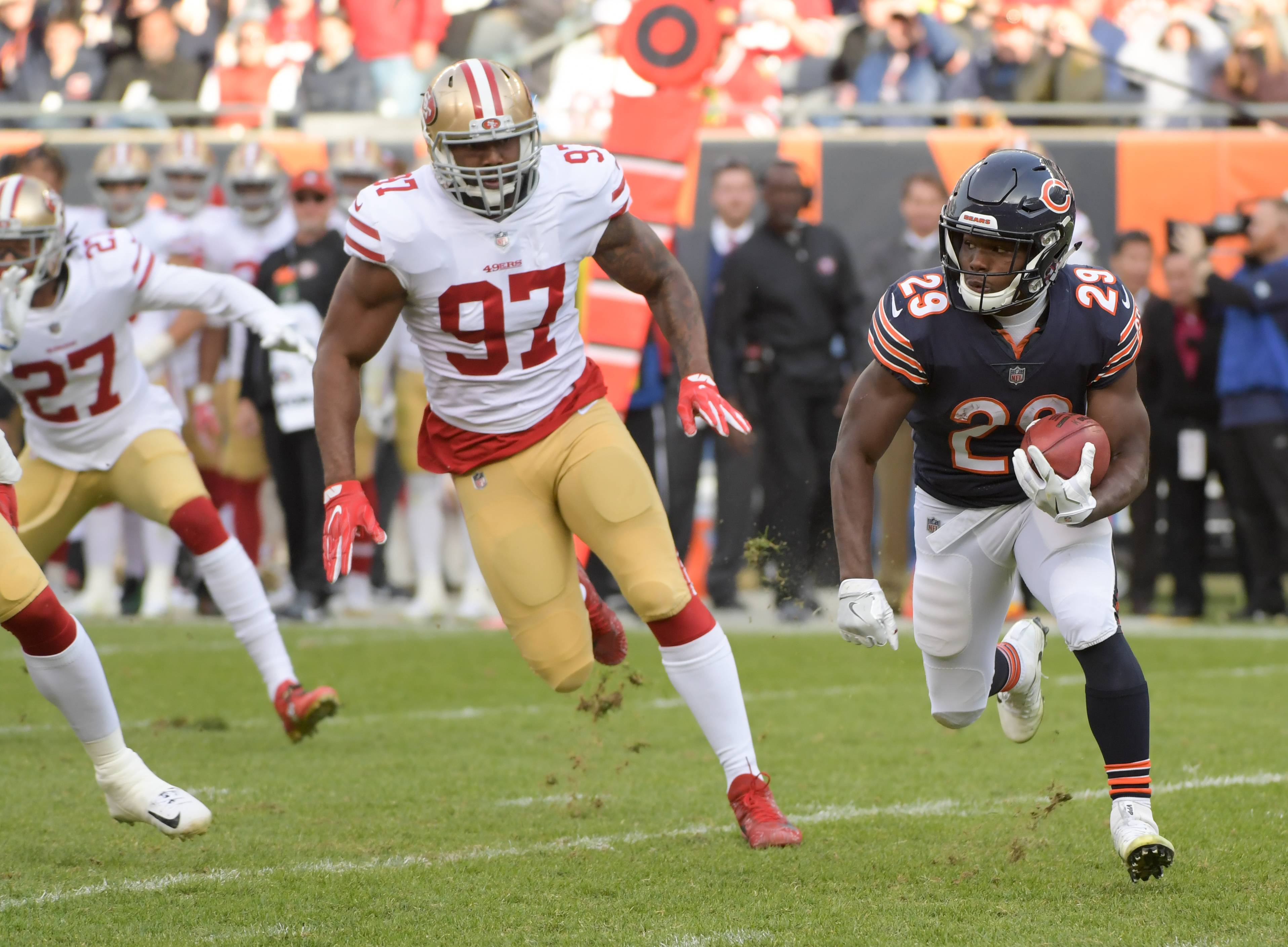 Mark Black/mblack@dailyherald.comChicago Bears' running back Tarik Cohen (29) scrambles for some yards against the San Francisco 49ers at Soldier Field on December 3, 2017.