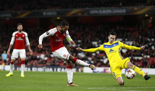 Arsenal's Theo Walcott scores his sides second goal during the Europa League Group H soccer match between Arsenal and BATE Borisov at Emirates stadium in London, Thursday, Dec. 7, 2017.