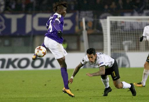 Vienna's​ Abdul Kadiri Mohammed and AEK Athens Sergio Araujo, from left, challenge for the ball during the Europa League group D soccer match between FK Austria Wien and AEK Athens in Vienna, Austria, Thursday, Dec. 7,  2017.