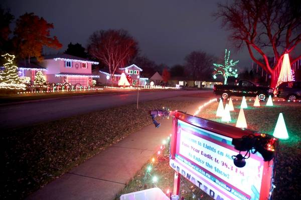 five homeowners on the 4500 block of magnolia drive in rolling meadows have coordinated a holiday - How To Stop Christmas Lights From Blinking