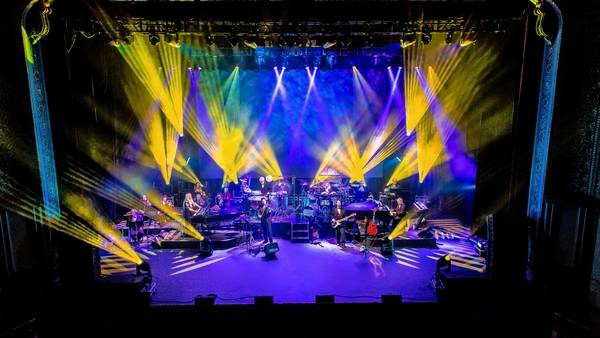 Weekly picks holiday hits with mannheim steamroller mannheim steamroller plays the rosemont theatre friday dec 15 solutioingenieria Image collections