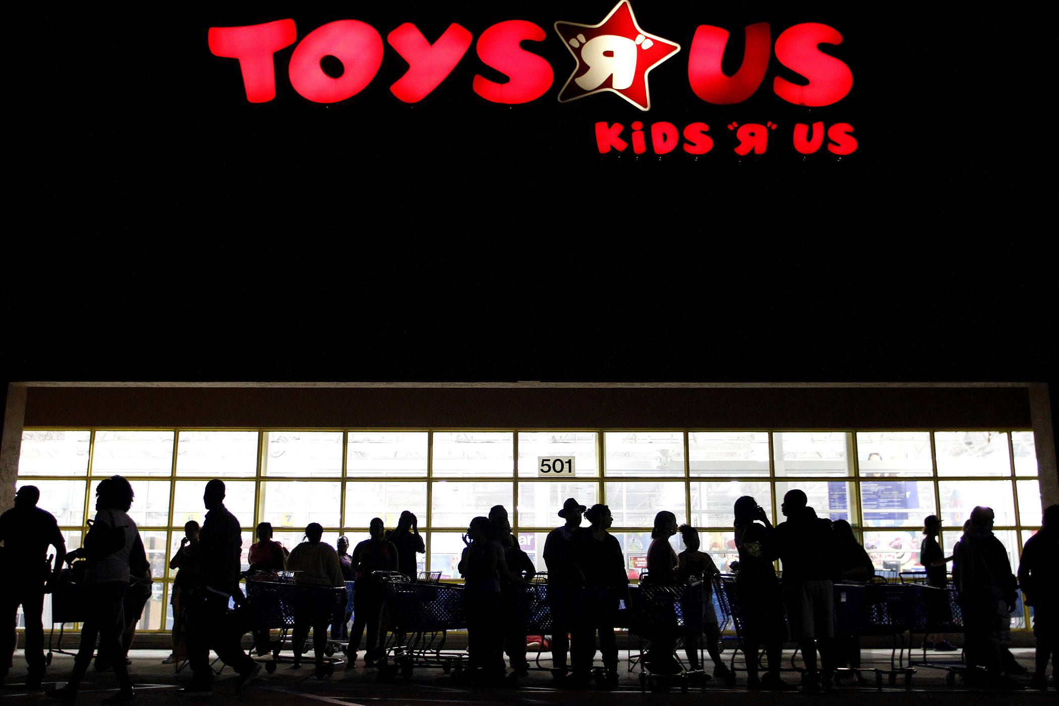 "Toys ""R"" Us, which filed for bankruptcy in September, is considering closing at least 100 U.S. stores in the face of weak holiday sales, according to people with knowledge of the situation."