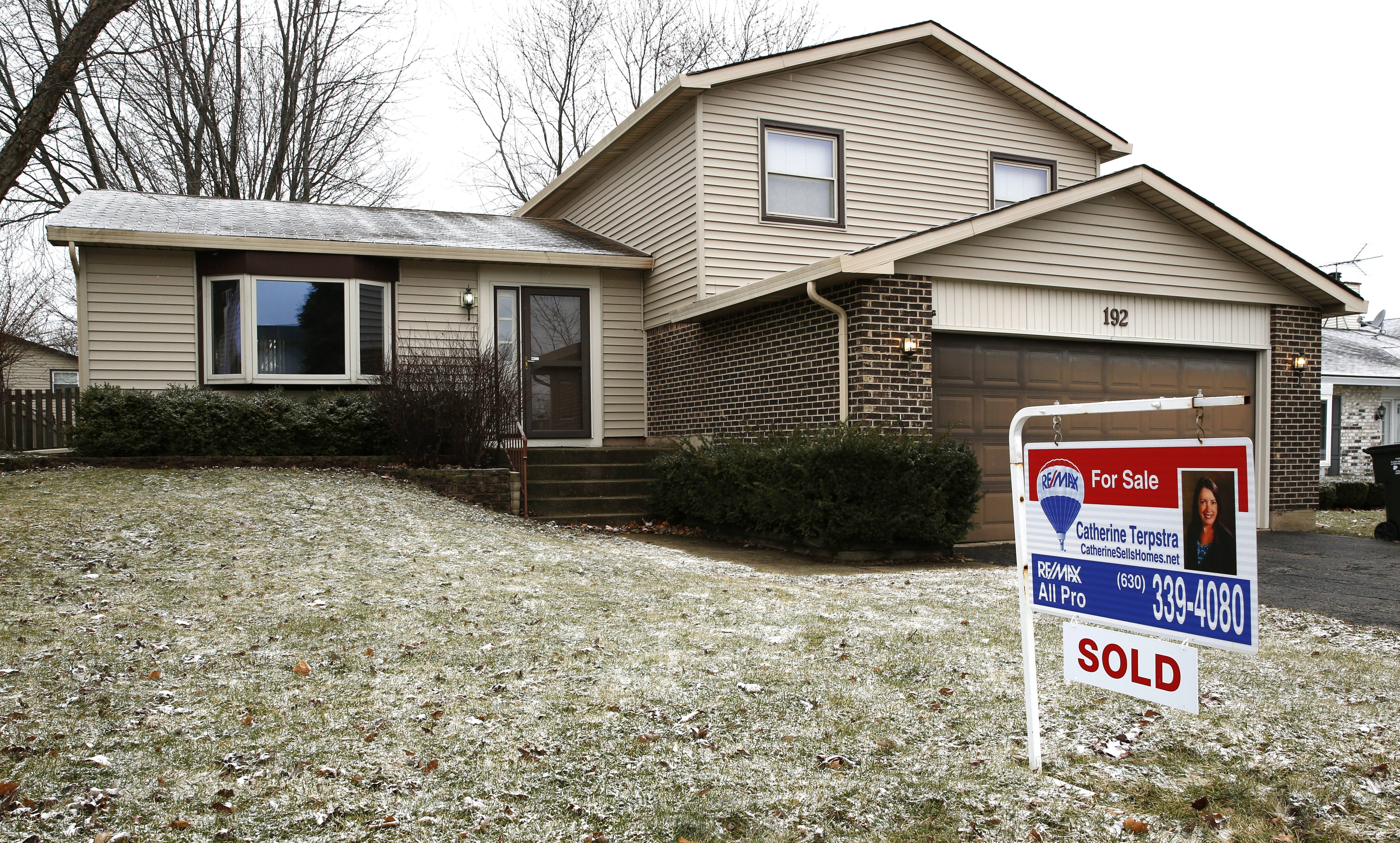 """Sold"" signs seen around the suburbs could be contributing to Illinois' population decline."