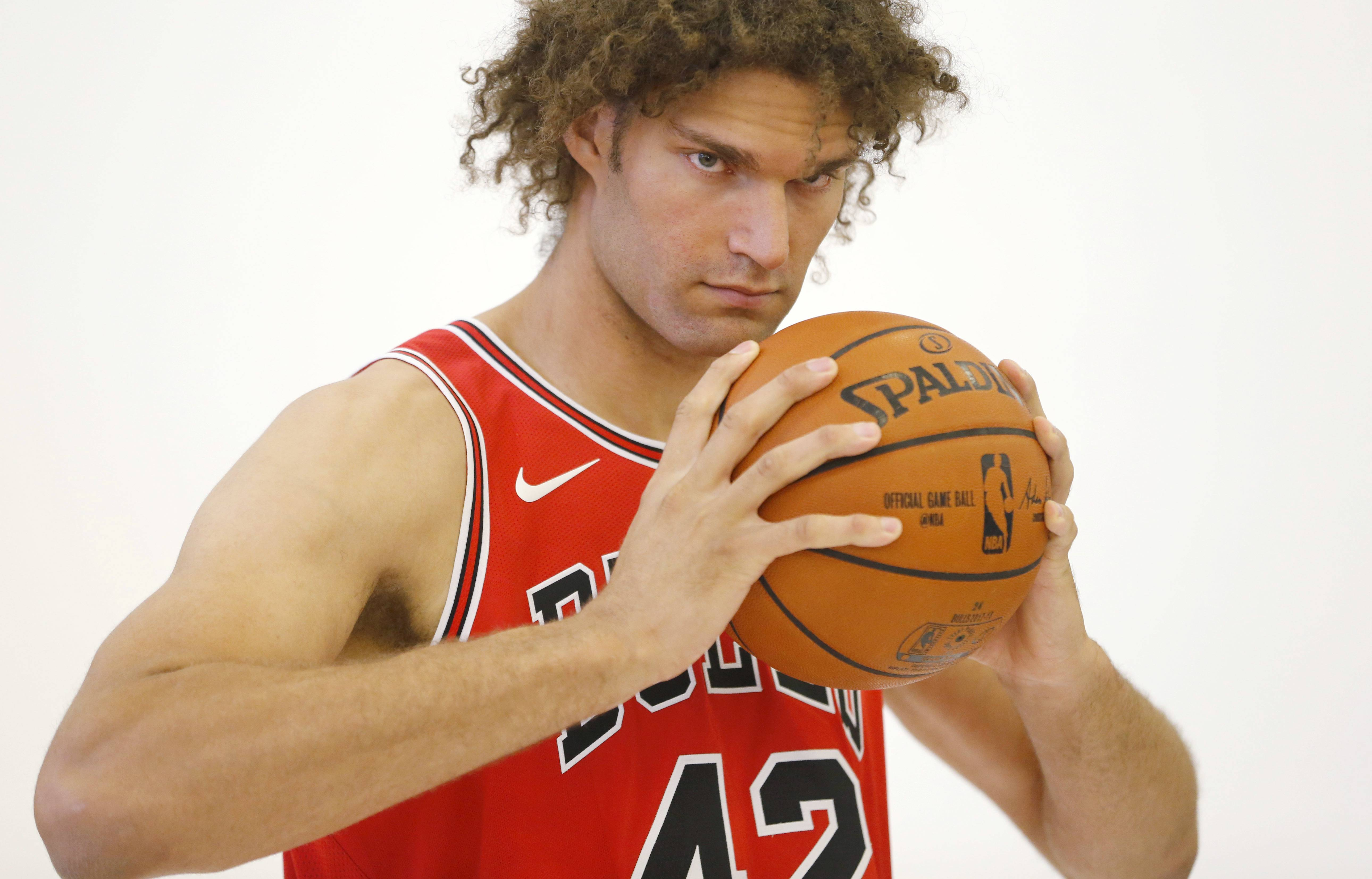 Brother vs. Brother: Bulls' Lopez finally surpasses his twin brother