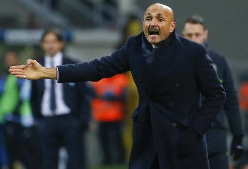 Inter Milan coach Luciano Spalletti gives indications during the Serie A soccer match between Inter Milan and Lazio, at the Milan's San Siro stadium, Italy, Saturday, Dec. 30, 2017. (AP Photo/Antonio Calanni)