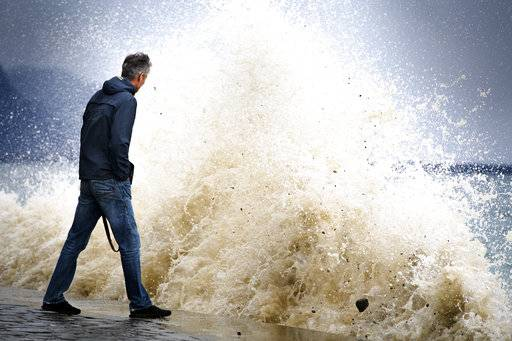 Big waves pound the lakeside promenade on the Lake of Geneva, in Vevey, Switzerland, Jan. 3, 2018. Storm Burglind is causing strong gusts of wind of up to 200 kilometers per hour in some mountain areas. (Laurent Gillieron/Keystone via AP)