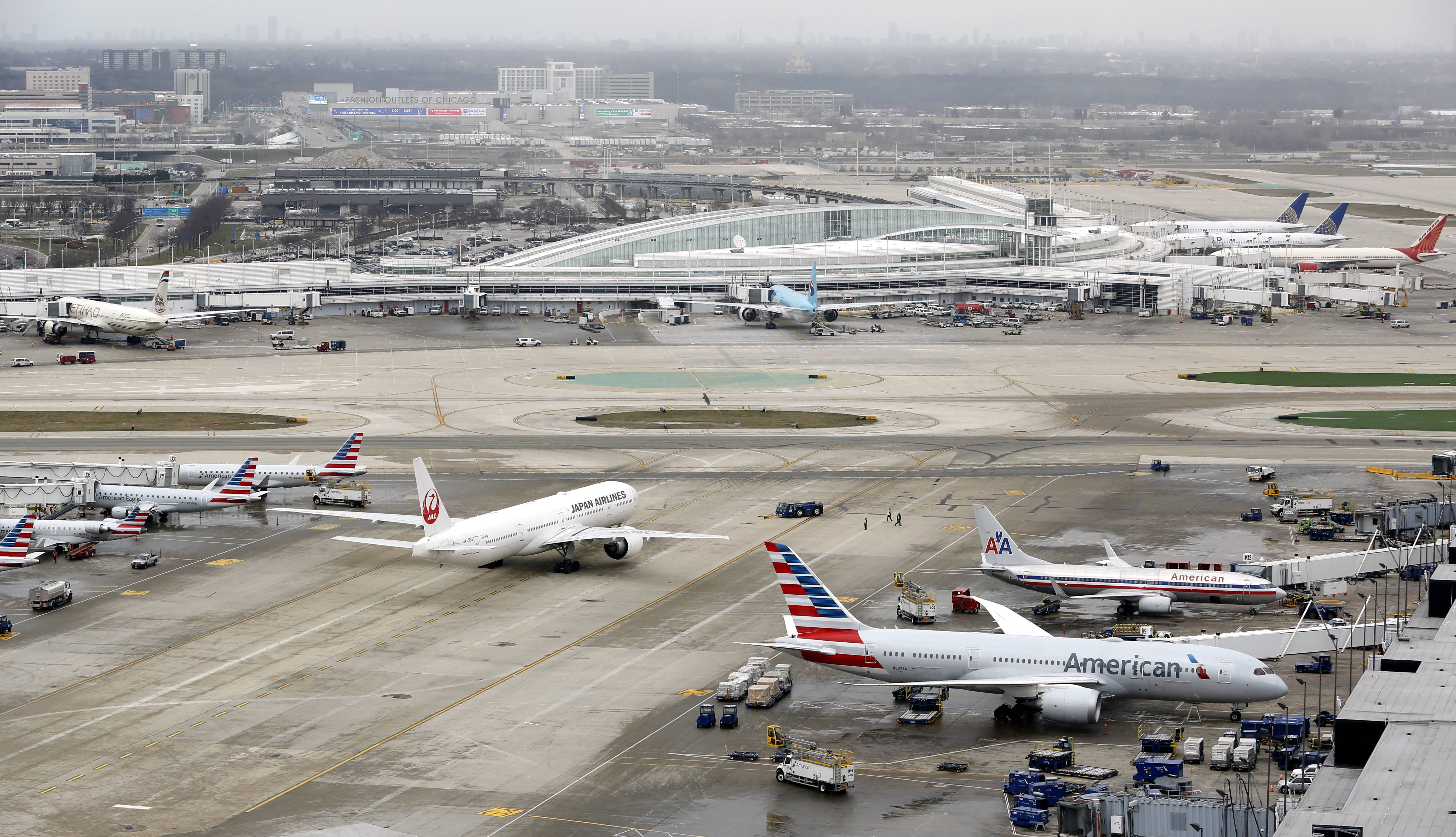 Flights canceled at O'Hare, Midway, in face of East Coast storm