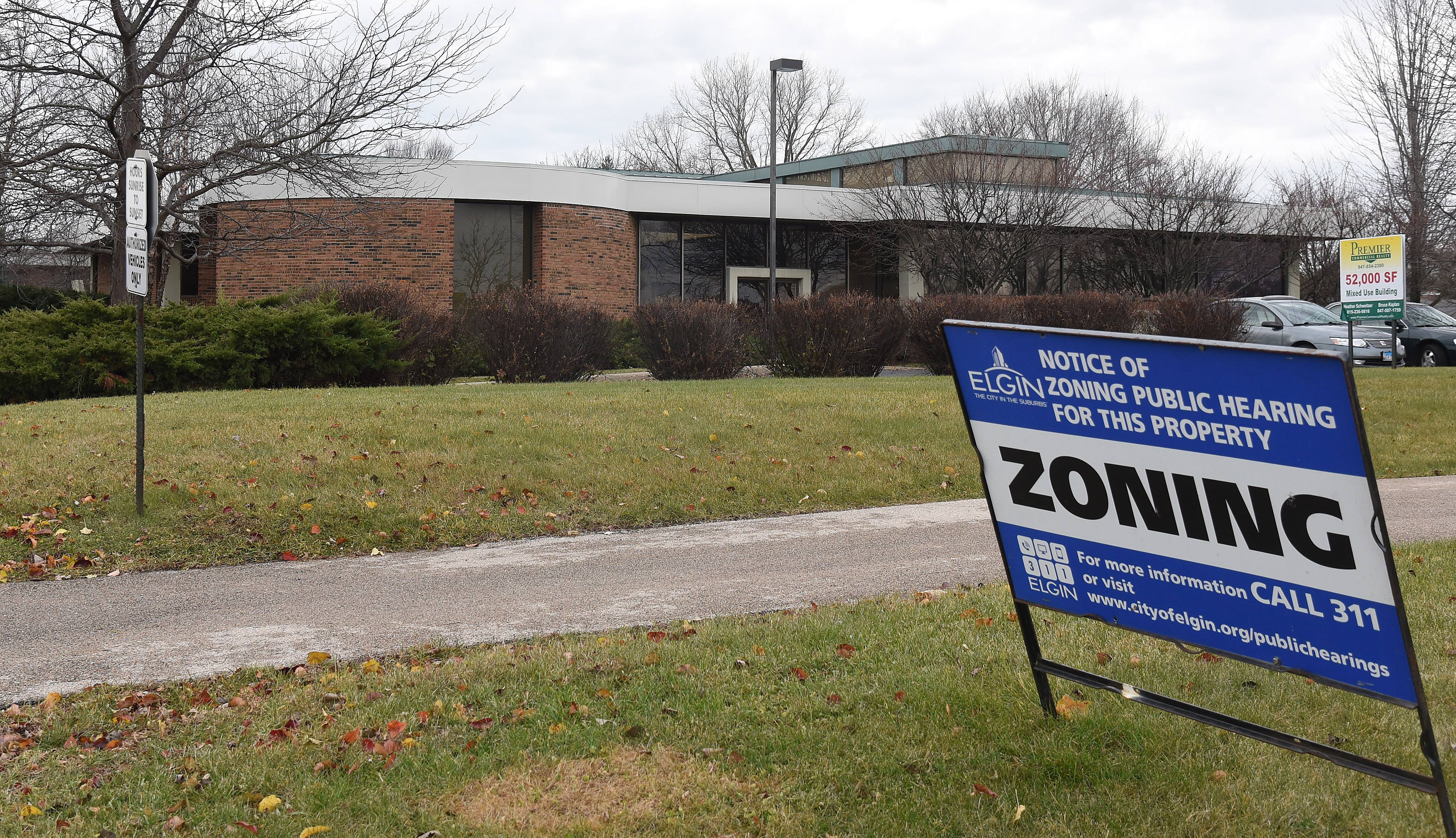 The Elgin City Council gave an initial OK to a zoning change petition from a group that wants to open Footprints to Recovery at 411 W. River Road.