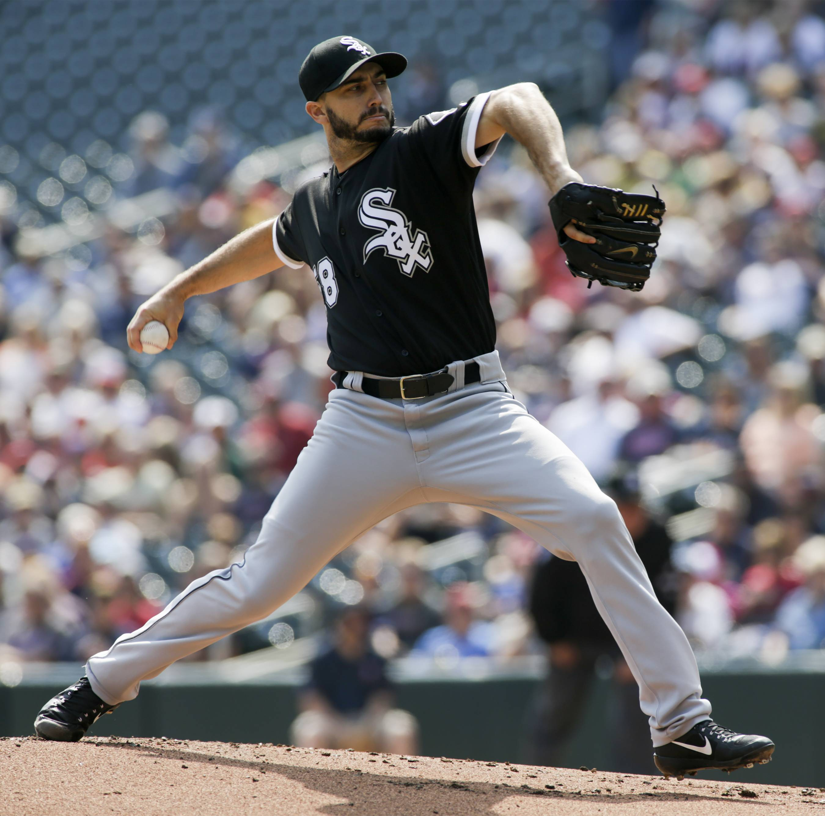Pitcher Gonzalez 'pumped' to rejoin Chicago White Sox on one-year contract