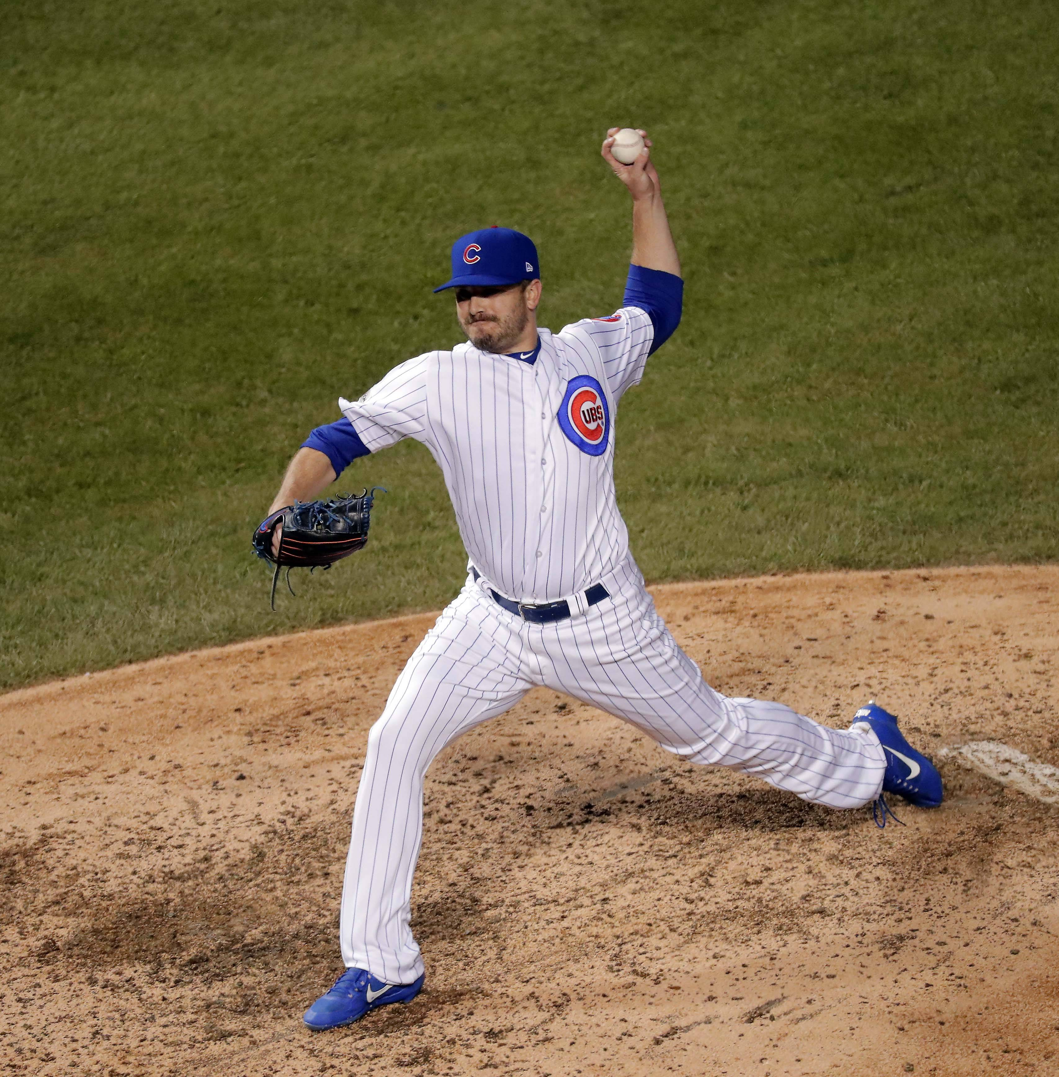 Relief pitcher Brian Duensing has agreed to a new deal to return to the Chicago Cubs.