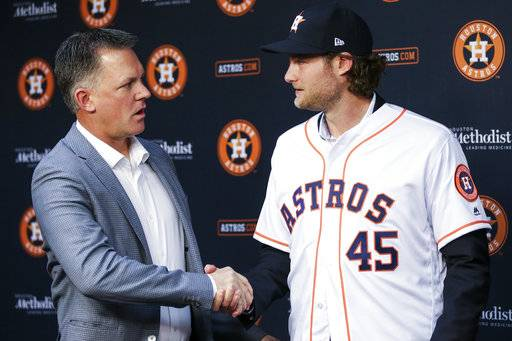 Houston Astros newly acquired pitcher Gerrit Cole, right, shakes hands with manager AJ Hinch after being introduced during a press conference at Minute Maid Park Wednesday, Jan. 17, 2018 in Houston. (Michael Ciaglo/Houston Chronicle via AP)