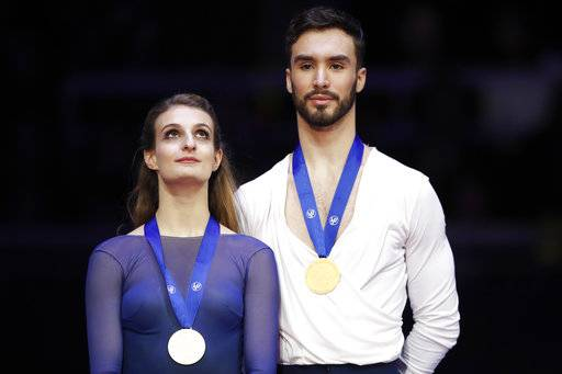 France's Gabriella Papadakis and Guillaume Cizeron pose with their gold medals after winning the pairs ice dance free dance event at the European figure skating championships in Moscow, Russia, Saturday, Jan. 20, 2018.