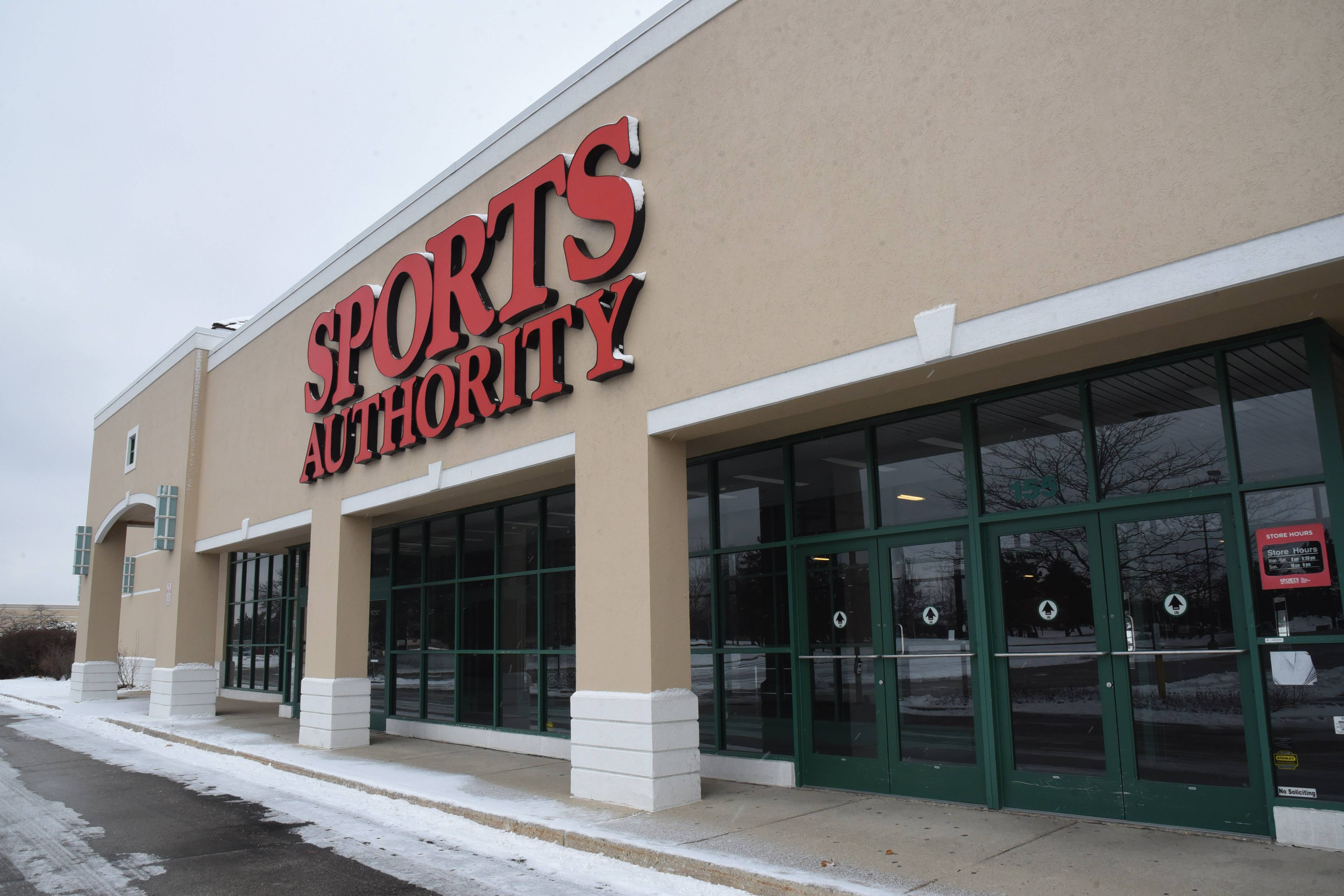 A joint venture of the company owned by 24 Hour Fitness founder Mark Mastrov and an entity owned by the Chicago Bears is pursuing Bears Fit, a full-service fitness club in the vacant former Sports Authority store along busy Route 60 in Vernon Hills.