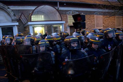 Riot police officers protect the Fresnes prison, where Jawad Bendaoud is expected to be jailed, outside Paris, Wednesday Jan.24, 2018. The trial of Bendaoud accused of providing assistance to the suspected ringleader of the Paris attacks could be disrupted by prison guards protesting their working conditions.