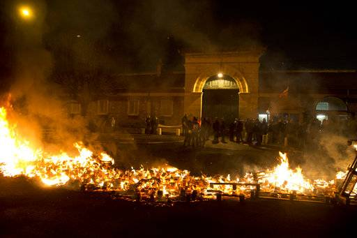 Prison guards protest by burning pallets outside the Fresnes prison, where Jawad Bendaoud is expected to be jailed, outside Paris, Wednesday Jan.24, 2018. The trial of Bendaoud accused of providing assistance to the suspected ringleader of the Paris attacks could be disrupted by prison guards protesting their working conditions.