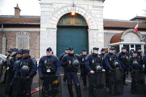 Riot police officers protect the Fresnes prison, where Jawad Bendaoud is expected to be, outside Paris, Wednesday Jan.24, 2018. The trial of Bendaoud accused of providing assistance to the suspected ringleader of the Paris attacks could be disrupted by prison guards protesting their working conditions.
