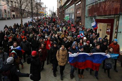Protesters shout slogans during a rally in Moscow, Sunday, Jan. 28, 2018 against Russia's Central Election Commission's decision to ban the opposition leader Alexei Navalny presidential candidacy. Navalny has been arrested in Moscow as protests demonstrations called by him took place across the country.