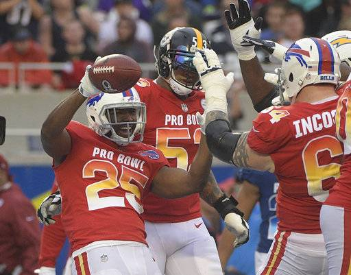 AFC running back LeSean McCoy (25) of the Buffalo Bills, celebrates a touchdown with center Maurkice Pouncey (53), of the Pittsburg Steelers and guard Richie Incognito (64), of the Buffalo Bills, during the second half of the NFL Pro Bowl football game, Sunday, Jan. 28, 2018, in Orlando, Fla.