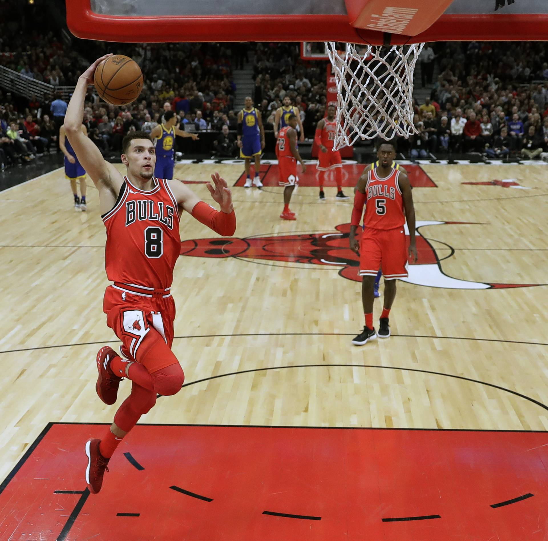 The Chicago Bulls' Zach LaVine goes up for a breakaway dunk during the first half against the Golden State Warriors. Bulls radio broadcasts could move to WSCR 670-AM, Robert Feder writes.