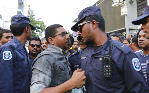 Maldivian opposition supporters scuffle with security forces officers during a protest demanding the release of political prisoners in Male, Maldives, Friday, Feb. 2, 2018. The exiled former president of the Maldives said Friday that the government must abide by a Supreme Court ruling to free a group of political prisoners, hours after clashes erupted in the Indian Ocean archipelago's capital in the wake of the surprise verdict.