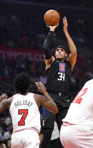 Los Angeles Clippers forward Tobias Harris, right, shoots as Chicago Bulls guard Justin Holiday defends during the first half of an NBA basketball game, Saturday, Feb. 3, 2018, in Los Angeles.