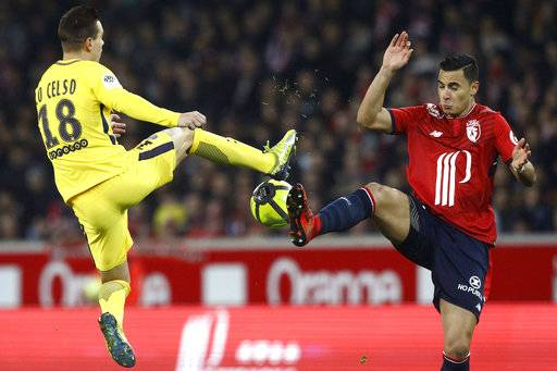 PSG's Giovani Lo Celso, left and Lille's Junior Alonso challenge for the ball, during the French League One soccer match between Paris Saint Germain and Lille at the Lille Metropole stadium, in Villeneuve d'Ascq, northern France, Saturday, Feb. 3, 2018.