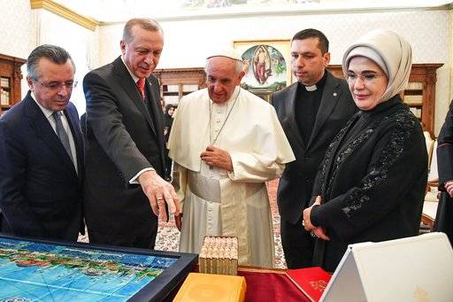 Turkish President Recep Tayyip Erdogan, second from left, and his wife Emine, right, meets with Pope Francis at the Vatican, Monday, Feb. 5, 2018. Erdogan is the first Turkish president to visit the Vatican in nearly six decades. Francis met with him during his 2014 trip to Istanbul. (Alessandro Di Meo/Pool photo via AP)