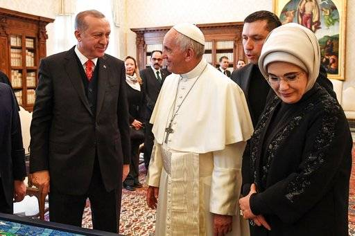 Turkish President Recep Tayyip Erdogan, left, and his wife Emine, right meet Pope Francis at the Vatican, Monday, Feb. 5, 2018. Erdogan is the first Turkish president to visit the Vatican in nearly six decades. Francis met with him during his 2014 trip to Istanbul. (Alessandro Di Meo/Pool photo via AP)