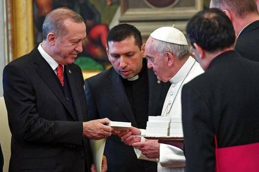 Turkish President Recep Tayyip Erdogan, left, receives a gift from Pope Francis as they meet at the Vatican, Monday, Feb. 5, 2018. Erdogan is the first Turkish president to visit the Vatican in nearly six decades. Francis met with him during his 2014 trip to Istanbul. (Alessandro Di Meo/Pool photo via AP)