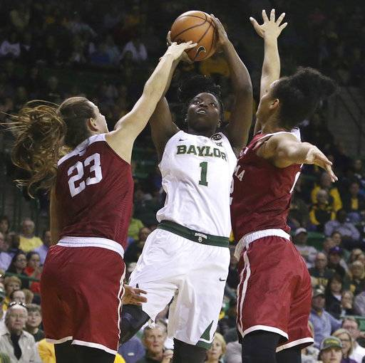 Baylor forward Dekeiya Cohen, center, shoots between Oklahoma guard Maddie Manning, left, and Oklahoma guard Ana Llanusa, right, during the first half of an NCAA college basketball game, Monday, Feb. 5, 2018, in Waco, Texas.
