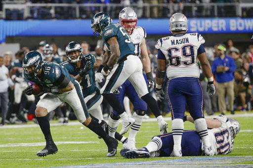 Philadelphia Eagles defensive end Derek Barnett (96) recovers a fumble by New England Patriots quarterback Tom Brady, during the second half of the NFL Super Bowl 52 football game, Sunday, Feb. 4, 2018, in Minneapolis.