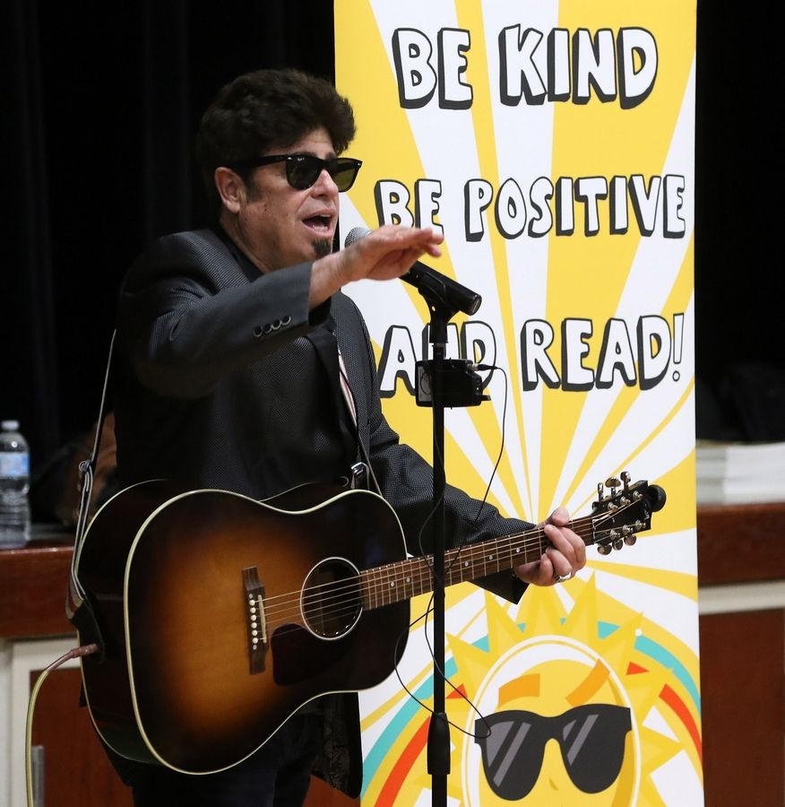 "Entertainer Stu Jacobson presents his program, ""Be Kind, Be Positive, and Read!"" for students at Fremont Intermediate School near Mundelein on Tuesday. The daytime talk show ""Windy City LIVE"" recorded him for an upcoming episode."
