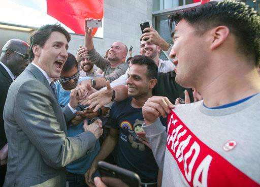 Prime Minister Justin Trudeau meets with employees, including Patrick Hong, from Vancouver, as he leaves the offices of Salesforce on Thursday,  Feb. 8, 2018 in San Francisco. (Ryan Remiorz/The Canadian Press via AP)
