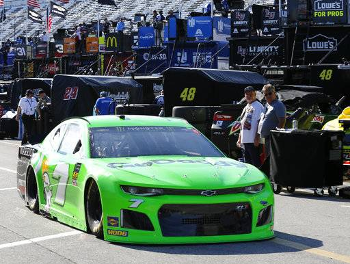 Alex bowman puts no 88 on the pole at daytona for Garage patrick auto meyzieu