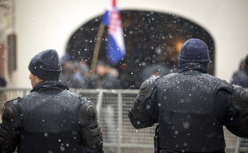 Police cordons off the government building area to prevent protesters access ahead of Serbia's president Aleksandar Vucic visit in Zagreb, Croatia, Monday, Feb. 12, 2018. President Vucic is on two day state visit to Croatia.