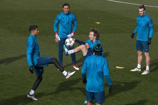 Real Madrid's Luka Modric, center, controls the ball during a training session in Madrid, Spain, Tuesday Feb. 13, 2018. Real Madrid will play Paris Saint Germain Wednesday in a Round of 16, 1st leg Champions League soccer match.