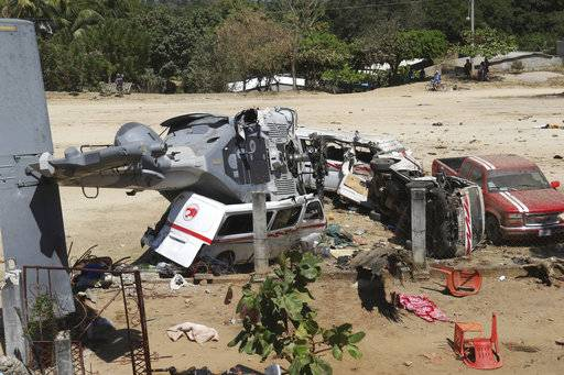 Copter on quake mission flips in Mexico, kills 13 on ground