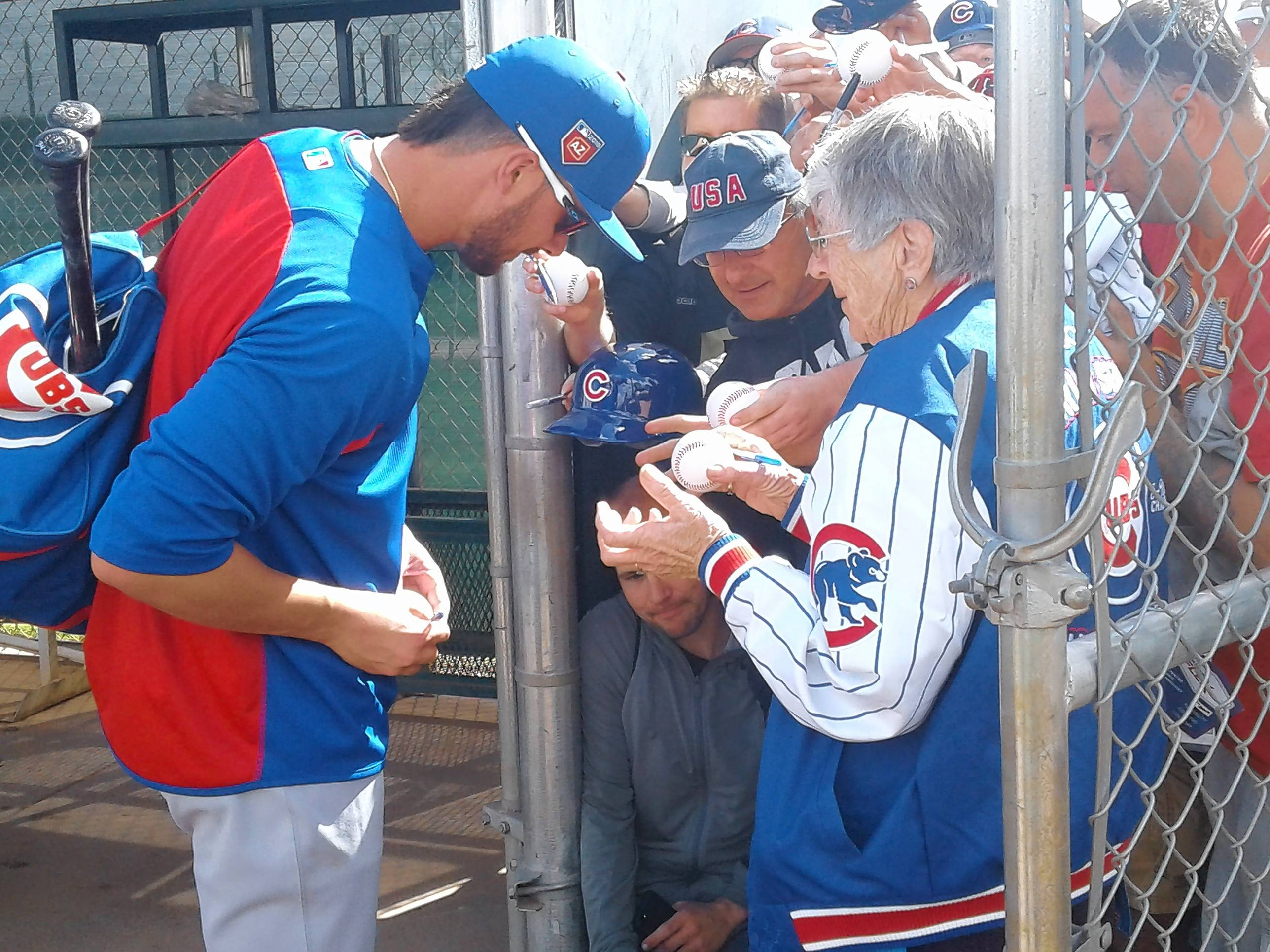 BRUCE MILES/bmiles@dailyherald.comChicago Cubs third baseman Kris Bryant spends some time with fans on Monday as the Cubs held their first full spring training workout in Mesa, Arizona.