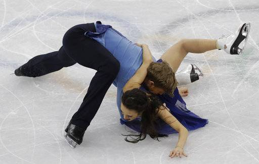 Madison Chock and Evan Bates of the United States stumble and fall perform during the ice dance, free dance figure skating final in the Gangneung Ice Arena at the 2018 Winter Olympics in Gangneung, South Korea, Tuesday, Feb. 20, 2018.